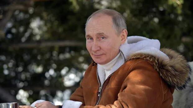 """""""Надо было пригласить Байдена"""": британцев восхитил отдых Путина в тайге"""