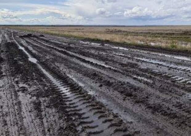 Из-за размытых дорог в пяти районах Приамурья введен локальный ЧС