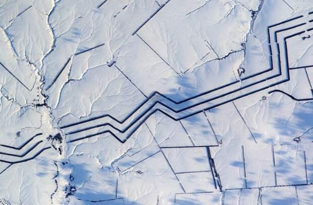 """""""Загадочные"""" многокилометровые параллельные линии на территории России. Фото с космоса."""