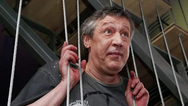 Ефремов признался, что выпил бутылку водки перед ДТП