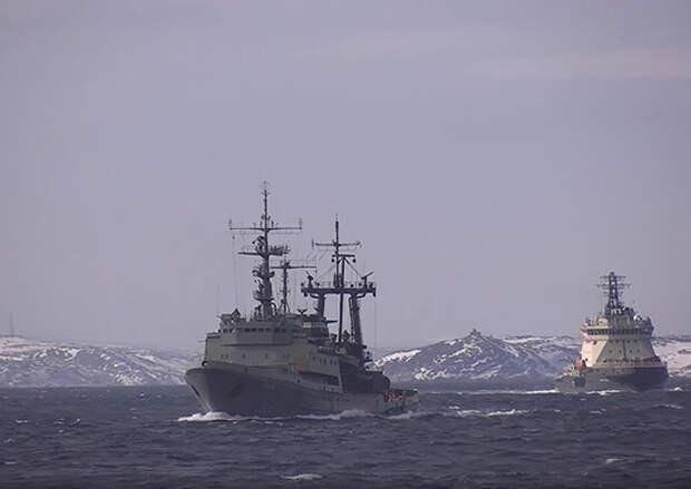 Спасатели Северного флота провели учение по оказанию помощи аварийному кораблю в арктических морях