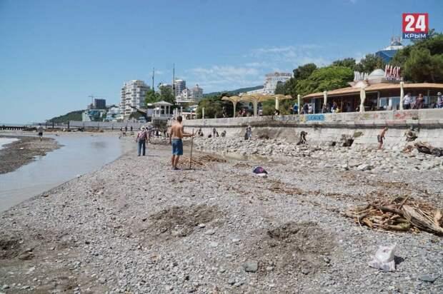 Власти Крыма закрыли пляжи в Ялте на три дня