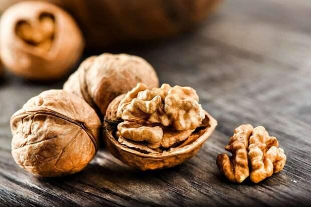 Простые способы очистить грецкие орехи от скорлупы, сохранив ядро целым