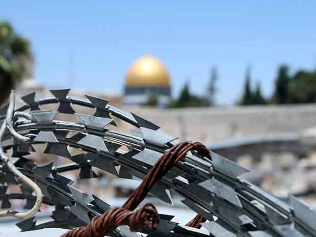 В Иерусалиме произошли столкновения палестинцев с израильской полицией, пострадали более 200 человек