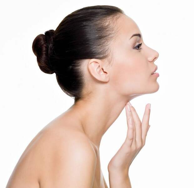 24. Женская шея более подвижна, поэтому, когда её окликают, она, как правило, поворачивает голову. Мужчина обычно поворачивается всем телом. женщина, интересное, тело, факты