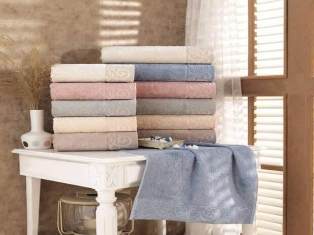 Каждому члену семьи - полотенце выбранного цвета.