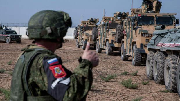 """""""Улыбнись!"""": Русские зажали американцев в Сирии, сняв гонку на видео"""