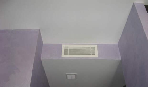 Вентиляция Каждая квартира оборудована определенным количеством вентиляционных отверстий. Надо ли говорить, что именно этим путем приходит наибольший объем холодного воздуха? Возьмите плотную бумагу и частично блокируйте каждое такое отверстие — о сквозняках можно будет забыть.