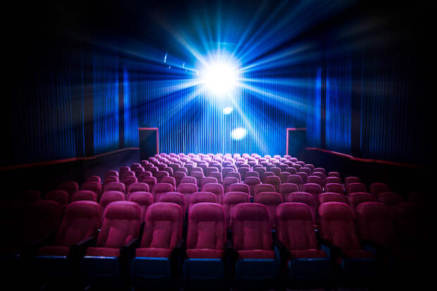Код поделил выручку надвое - кинотеатры и концерты теряют зрителей