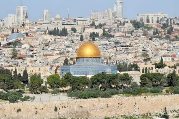 Полиция Израиля силой выгнала палестинцев из мечети Аль-Акса — СМИ