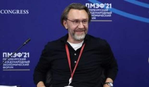Шнуров бросил беременную жену ради вечеринки с Собчак