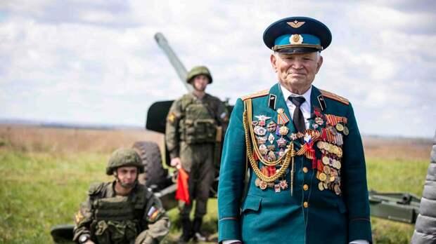 Ветеран ВОВ впервые за 50 лет дал залп артиллерии в Воронеже