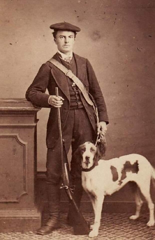 Ги де Мопассан с собакой и без усов.