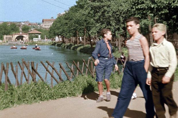 Чистые пруды в фильме «Подкидыш», 1939 год