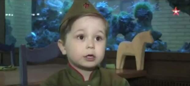 """""""Надо так спеть эту песню, чтобы вся страна встала"""":   4-летний мальчик поет """"Священную войну"""""""
