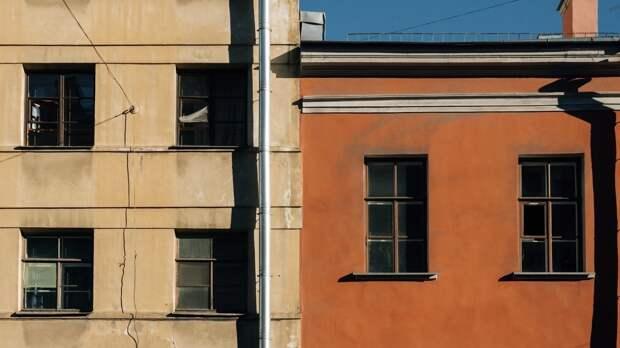 Выпавший из окна седьмого этажа в Новосибирске ребенок выжил