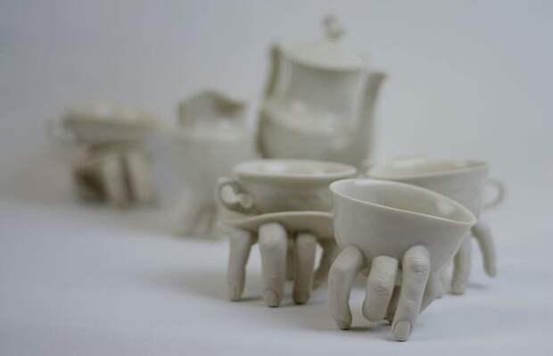 От такого дизайна посуды как-то не по себе) А Вам нравится?