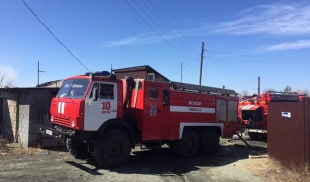 В Орске из горящей квартиры пожарные спасли мужчину
