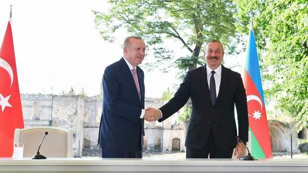Баку и Анкара будут действовать сообща в случае агрессии со стороны третьего государства