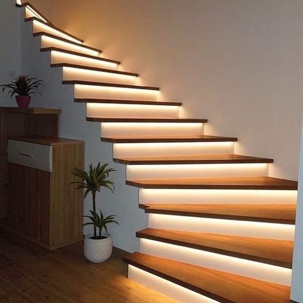 Классная лестница с подсветкой