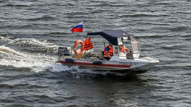 Очевидцы спасли тонувшую в озере девочку в Ленобласти