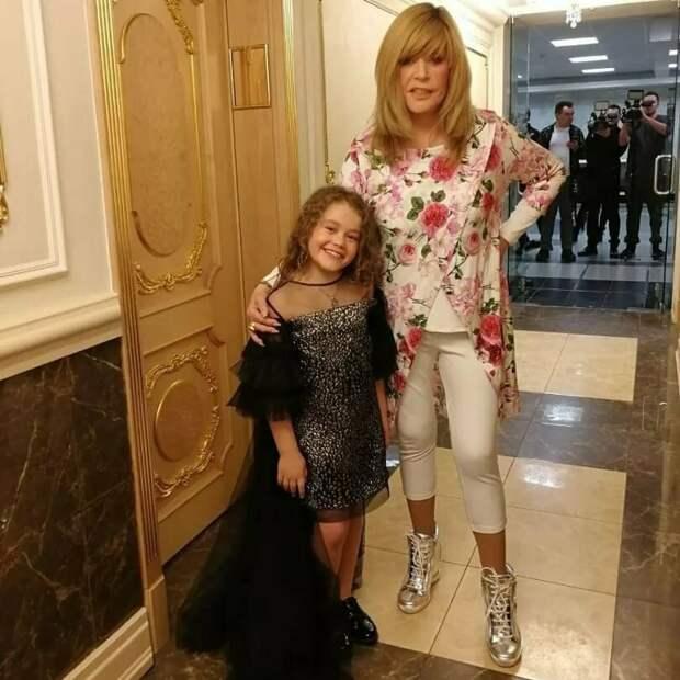 Пугачева и её «подростковый» гардероб. Стоит ли после 50 одеваться как в 30