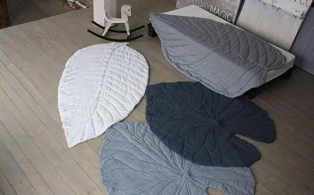 Новый, необычный подход к созданию уютного интерьера. Коврики и пледы в форме листьев. Влюбиться легко, шить несложно.