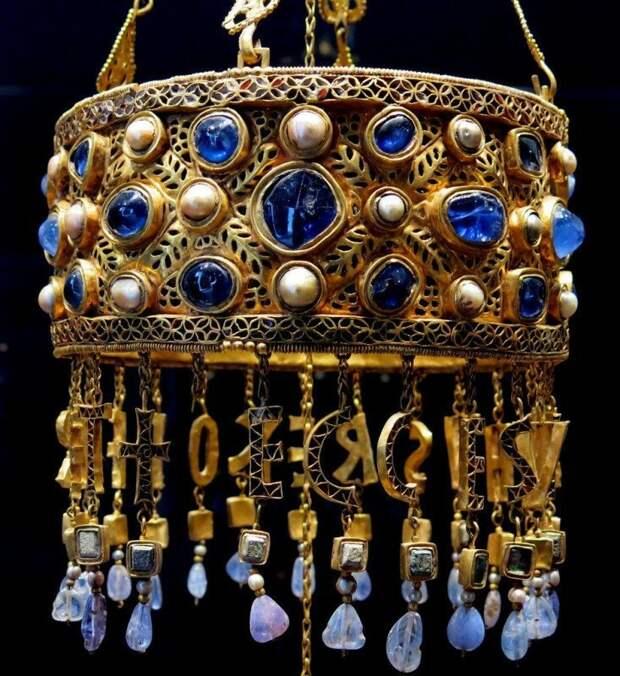 Вотивная корона короля Реккесвинта. Золото, кабошоны. 653-72 гг. история, ретро, фото