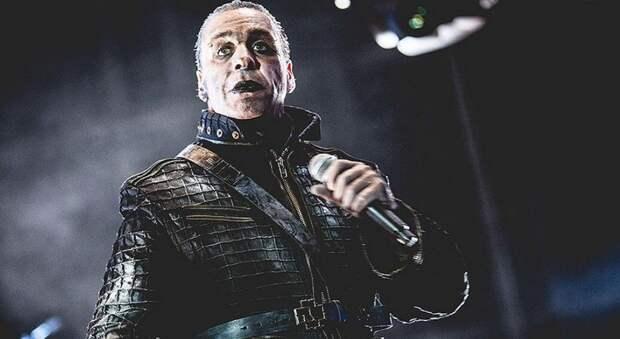 Фронтмен Rammstein Тилль Линдеманн сломал фанату челюсть