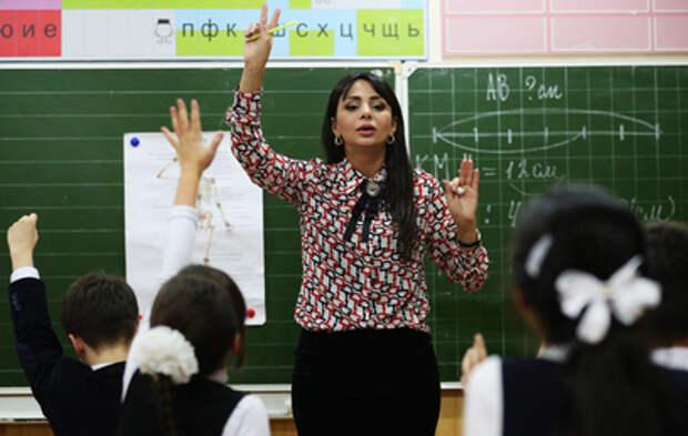 Четверть миллиона вакансий: почему учителя не идут работать в школы
