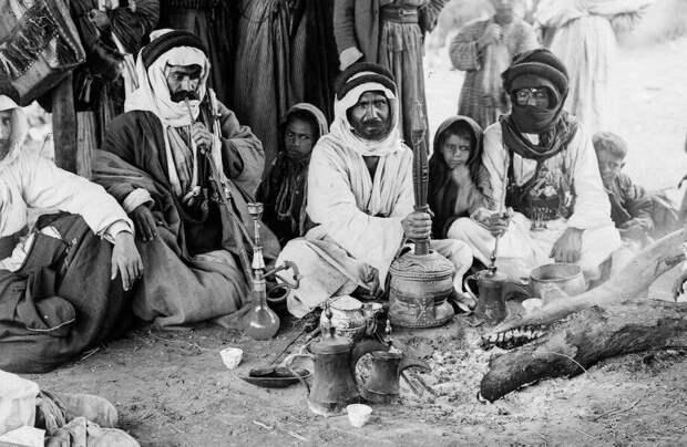 11 старых фото о жизни бедуинов