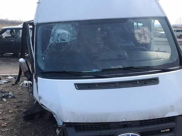 Водитель микроавтобуса вылетел на встречную полосу в Чите