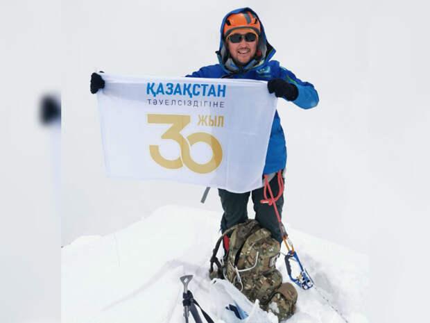 Максут Жумаев покорил пик Лобуче в честь 30-летия независимости Казахстана