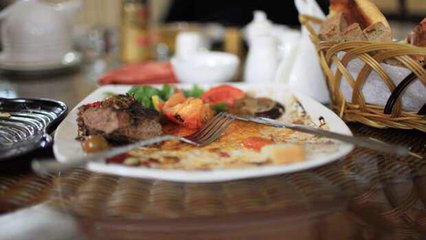 Зазорно ли забирать остатки еды из ресторана?