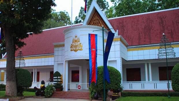 Генерала камбоджийской полиции отправили в отставку из-за вечеринки во время карантина