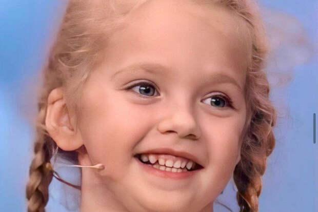 Дочь Пугачевой иГалкина восхитила россиян платьем вперьях