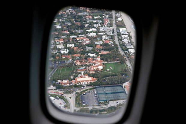 Стюардесса предупредила об опасности сидения у иллюминатора в самолете