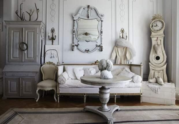 Многообразие оттенков белого в романтическом интерьере.
