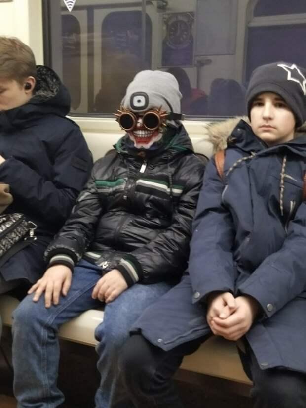Метро ─ это всегда странные и неожиданные пассажиры (33 фото)