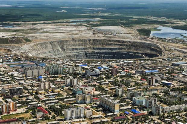 Город в Якутии живет на краю пропасти