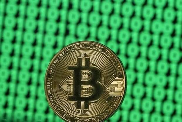 Жетон криптовалюты биткойн, 8 декабря 2017 года. REUTERS/Dado Ruvic/Illustration