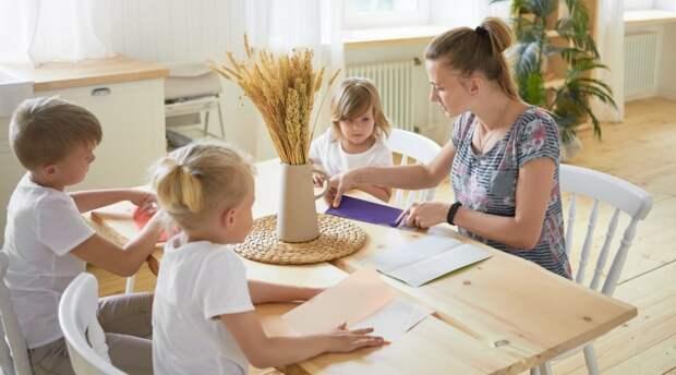 Новые выплаты и бесплатные лекарства: на какую поддержку могут рассчитывать семьи в России