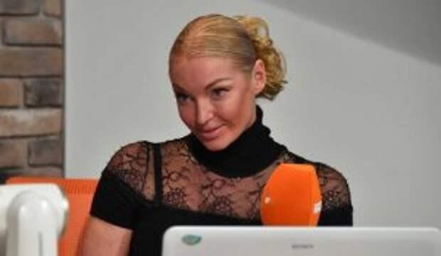 «Разве можно так с любимой женщиной?»: нищий избранник публично унизил именинницу Волочкову