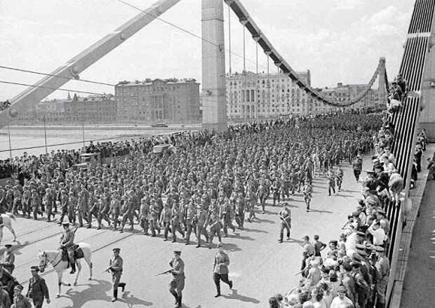 Марш пленных немцев в Москве: чем он так удивил союзников