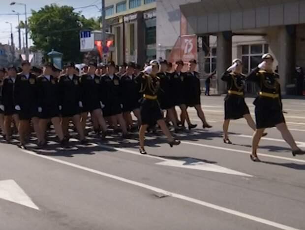 Потерявшую туфлю во время парада Победы россиянку могут представить к награде
