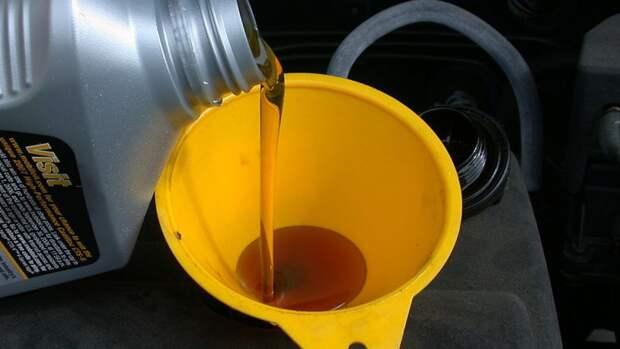 Полицейские накрыли подпольный цех по производству моторного масла в Подмосковье