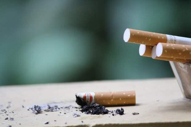 Россиянам разрешили требовать компенсации от курящих соседей