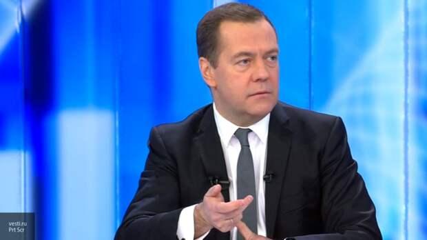 """""""Зарплату подняли, оборудование новое поставили, но на этом ничего не заканчивается"""": Медведев про улучшения условий работы врачей"""