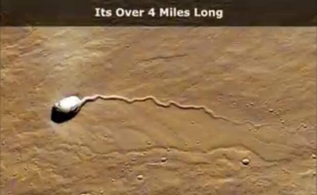 На фото с Марса найден огромный белый объект, похожий на сперматозоид