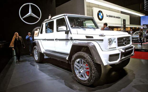 Задавить массой: Mercedes-Maybach G 650 Landaulet возвысился над толпой